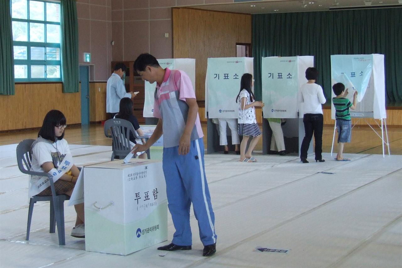 태안군민들은 과연 어느 후보에게 표심을 던진까?(지난 지방선거 투표 모습)