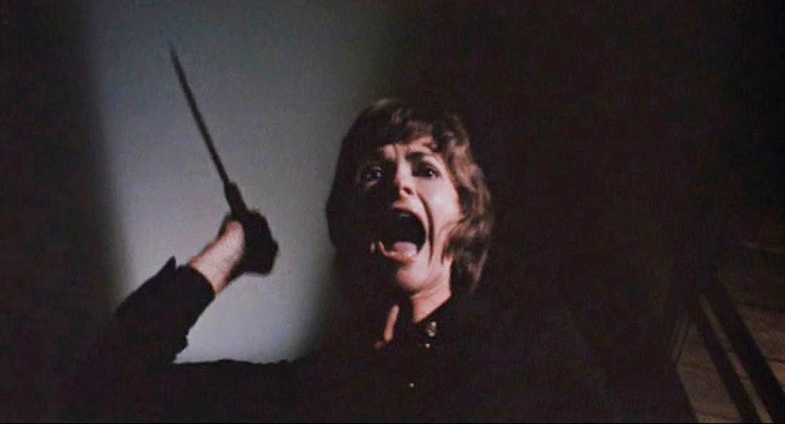 영화 '어둠 속에 벨이 울릴 때'의 한 장면.