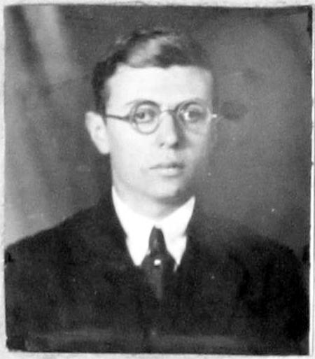 사르트르 프랑스 교수 자격시험인 아그레가시옹에 1등으로 합격한 학생시대의 사르트르 사진.