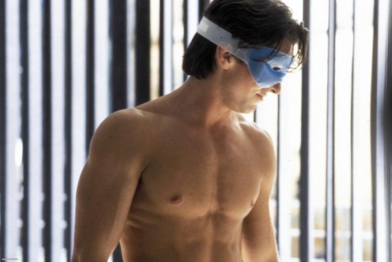 <아메리칸 사이코>에서 완벽한 몸을 선보였던 그는 2004년 작 <머시니스트>에서 불면증에 걸린 남자를 연기하기 위해 30kg을 감량했다.