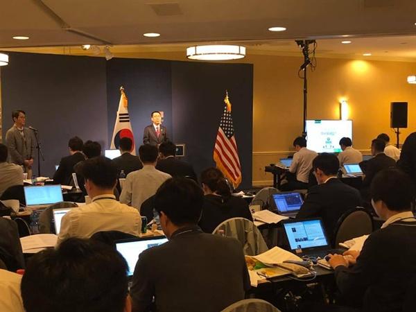 22일(현지시각) 한미정상회담 후 프레스센터가 있는 워싱턴의 한 호텔에서 윤영찬 국민소통수석이 기자단에 브리핑을 했다.
