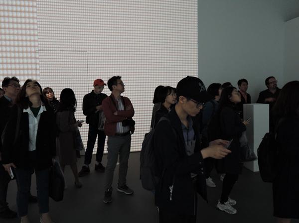 R. 로자노헤머 I '지문색인' 프로젝터, 컴퓨터, 전자 현미경, 산업용 카메라, 메탈 박스, 자체 제작 소프트웨어, 델파이 프로그래밍, 가변크기. 2010