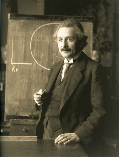 """""""인간은 두 부류야. 아인슈타인의 상대성 이론을 알고 죽는 사람과 모르고 죽는 사람."""""""