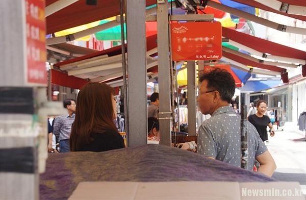 안동 문화의 거리에서 카페를 운영하는 김모(60대, 남) 씨는 문중 공천 이야기가 회자되는 걸 '언론 탓'으로 돌렸다.