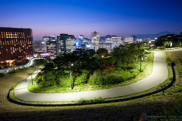 백범광장의 밤 풍경