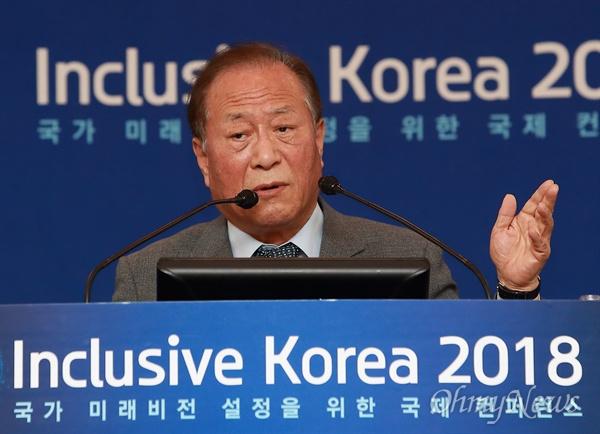 정세현 전 통일부장관이 25일 오후 서울 양재동 더케이호텔에서 열린 '국가 미래비전 설정을 위한 국제컨퍼런스'에서 특별강연을 하고 있다.