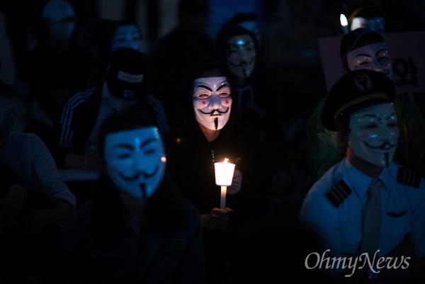 지난 5월 25일 오후 서울 종로구 보신각 앞에서 대한항공직원연대 4차 촛불집회가 열리고 있다.
