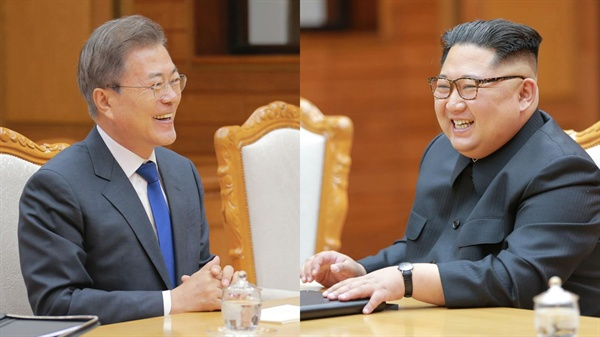활짝 웃는 남북정상 문재인 대통령과 김정은 국무위원장이 26일 오후 판문점 북측 통일각에서 열린 남북정상회담에서 활짝 웃고 있다.