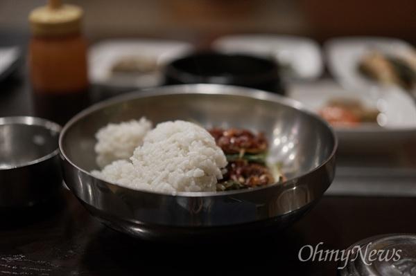 육회 비빔밥은 함평과 진주 등이 유명하지만, 도축장이 인근에 있는 지역에는 잘 하는 집들이 꽤 있다.