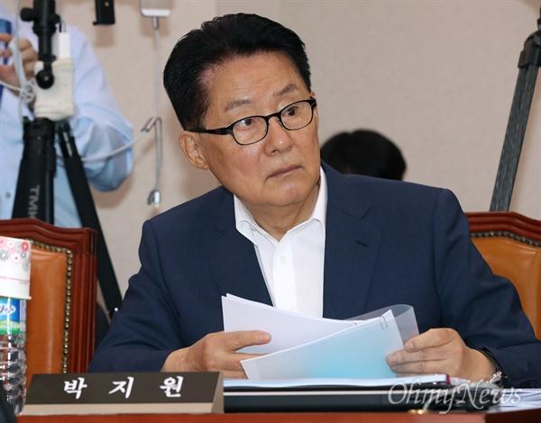 박지원 민주평화당 의원이 28일 오전 열린 국회 법사위 전체회의에 참석하고 있다.