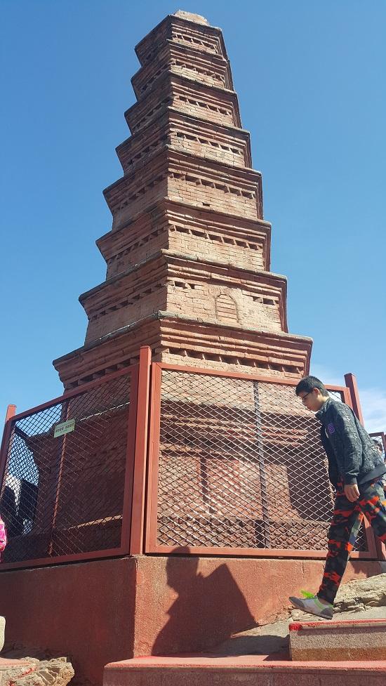홍산공원의 홍탑