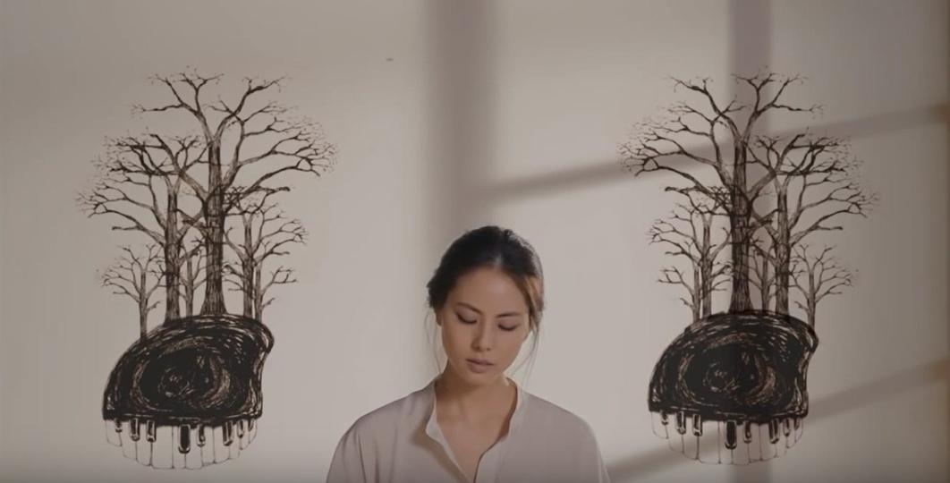 박지윤의 '나무가 되는 꿈' 뮤직 비디오의 한 장면
