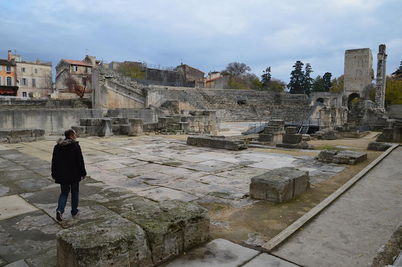 고대극장 전경. 아를의 고대극장은 세계문화유산이자 로마 유물의 보고이다.