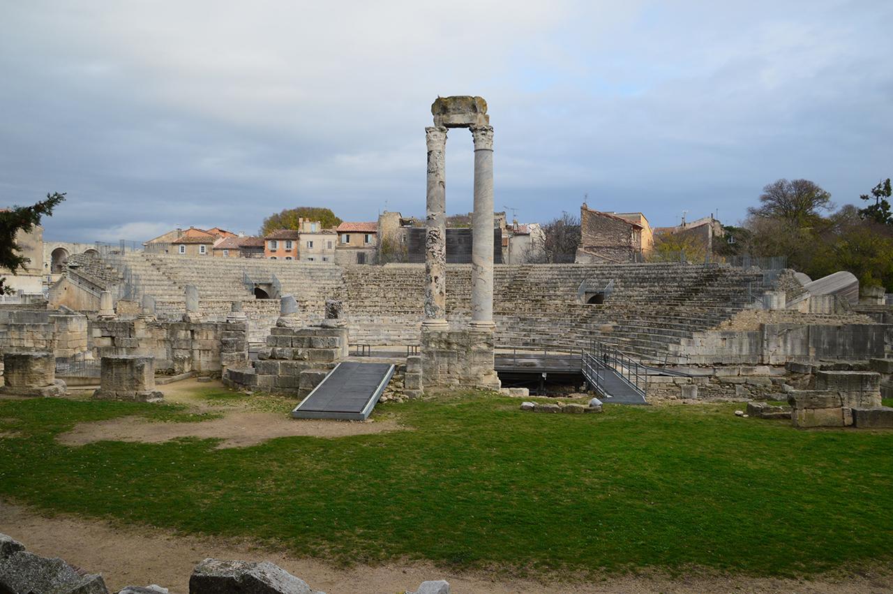 고대극장 객석. 고대극장에서는 고대로마의 희극과 비극이 공연되었다.