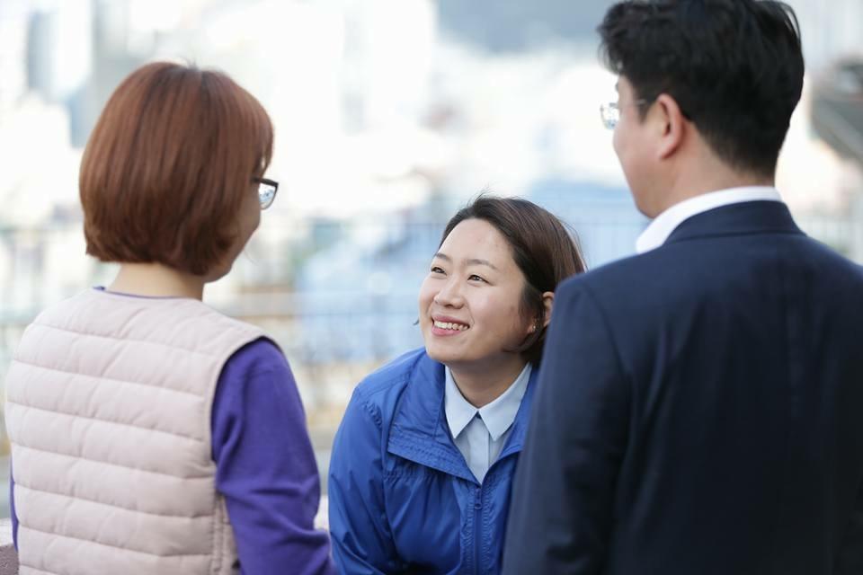 선거운동을 하고 있는 문나영 금정구의회의원후보