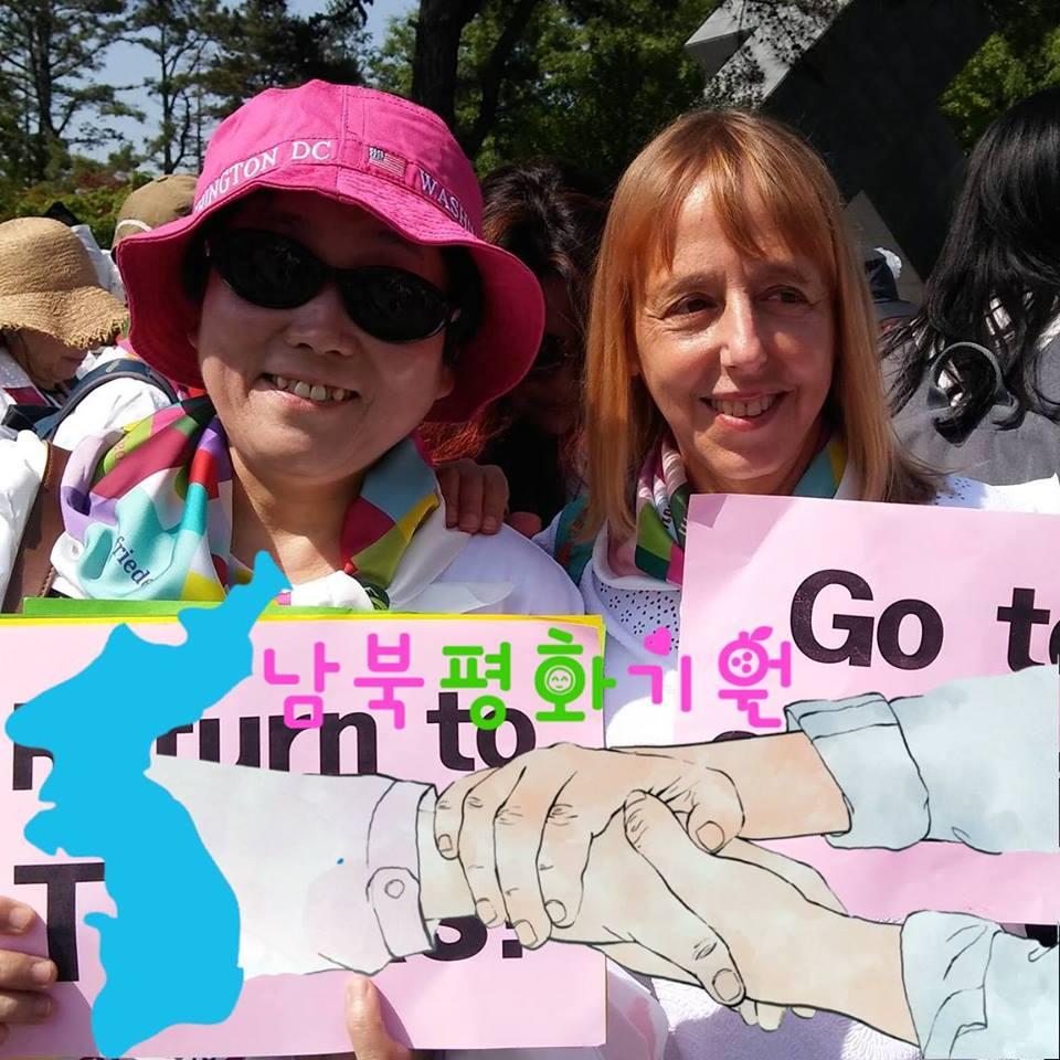 코드핑크 공동 창립자 메디아 벤저민 미국의 대표적인 반전평화단체 코드핑크 공동 창립자인 메디아 벤저민은 사드 철회를 촉구하기 위해 지난해 김천을 방문하기도 했다.