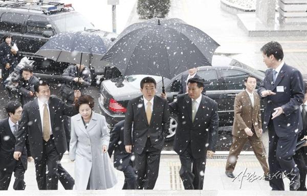 2008년 1월 22일, 노무현 전 대통령 내외가 성남 소재 국가기록원 대통령기록관을 방문했을 당시 모습.