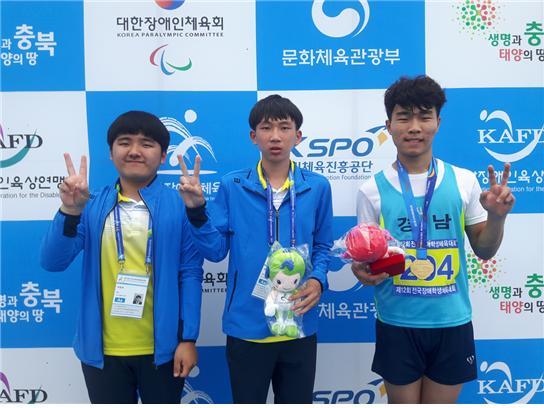 제12회 전국장애학생체육대회에서 참가자 전원이 금메달을 획득한 밀성고 학생들이다.