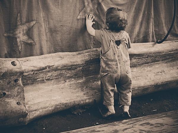 아이들이 호기심을 가지고 자신의 몸을 가지고 노는 경험은 건강히 자라는데 필요한 과정이에요.