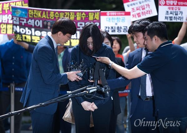조현아 전 대한항공 부사장이 4일 오전 인천본부세관에 밀수혐의 조사를 받기 위해 출석하고 있다.