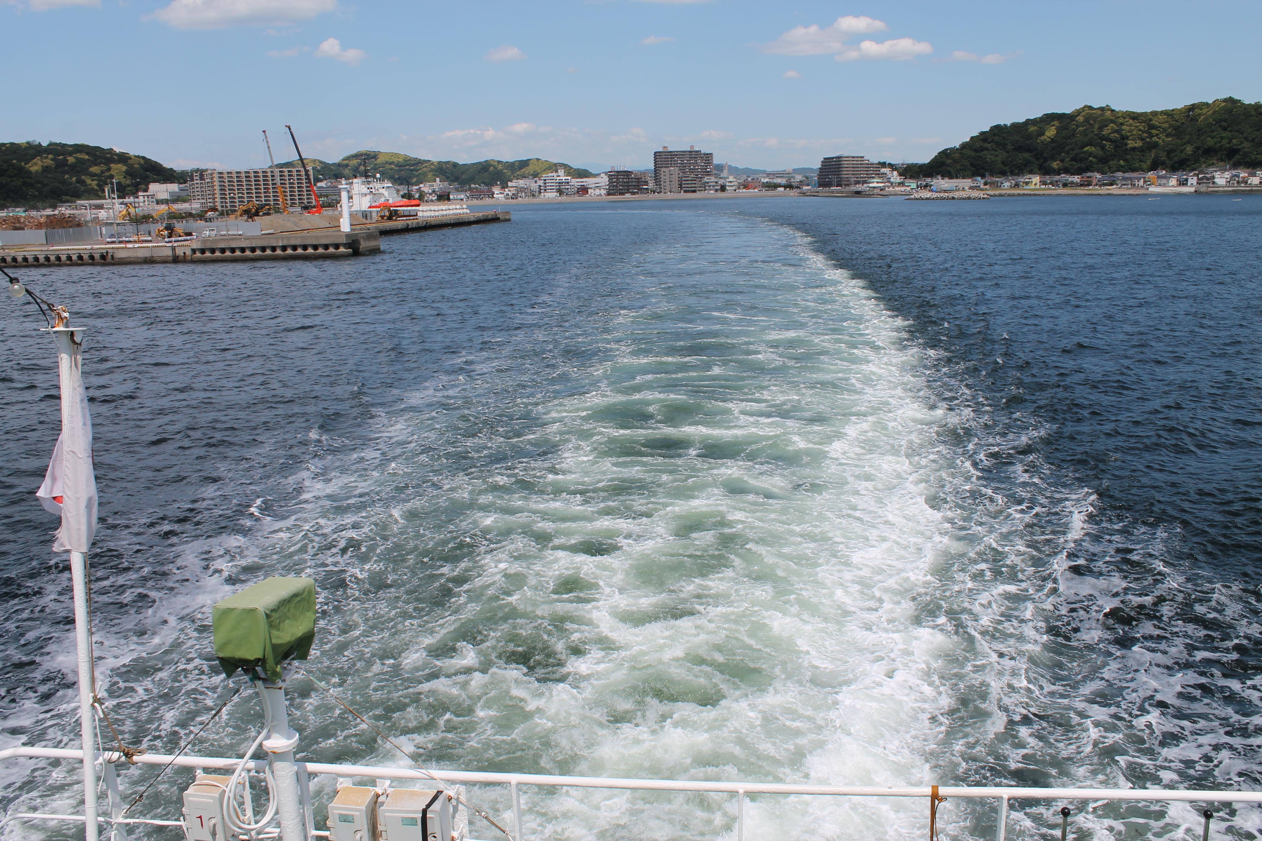 요코즈카시 쿠리하마항에서 출발하는 페리호. 30-40분이면 건너편 치바현에 닿는다.