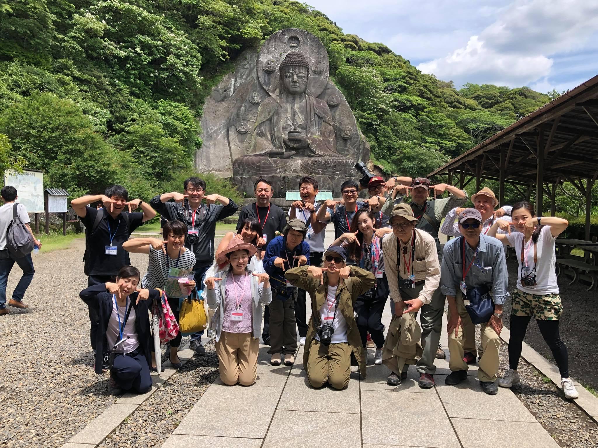 일본에서 가장 크다는 노코기리산 대불. 일행이 그앞에서 TT포즈를 취하며 기념촬영을 했다.