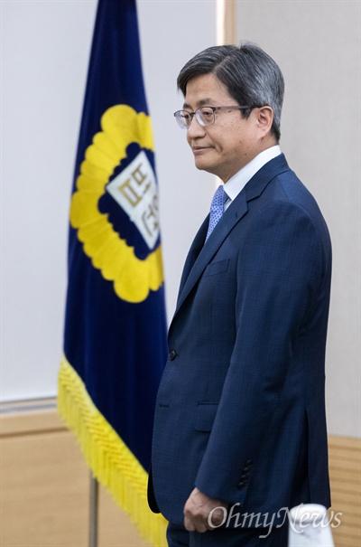 김명수 대법원장이 5일 오후 서울 서초구 대법원에서 열린 국민과함께하는 사법발전위원회에 참석하고 있다.