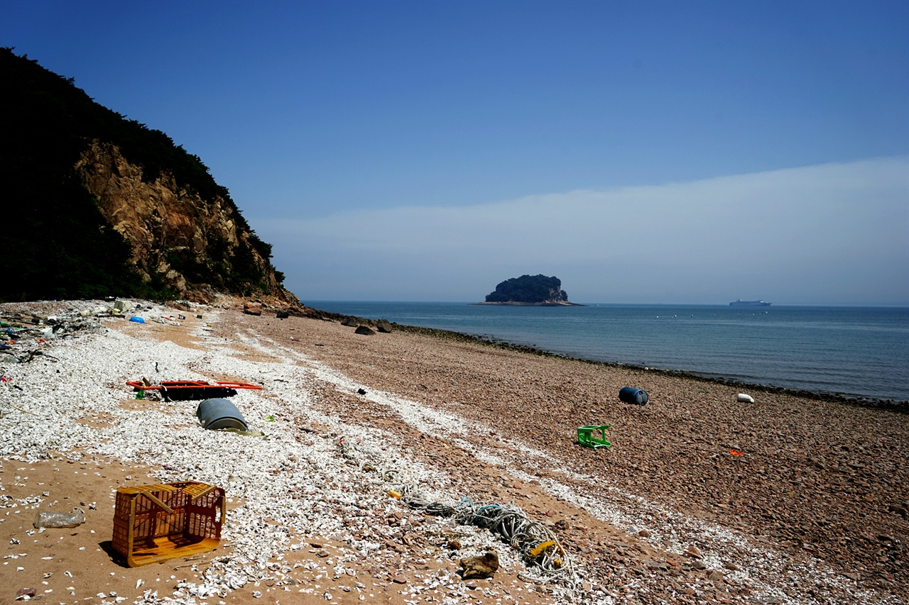 무의도 해변의 쓰레기
