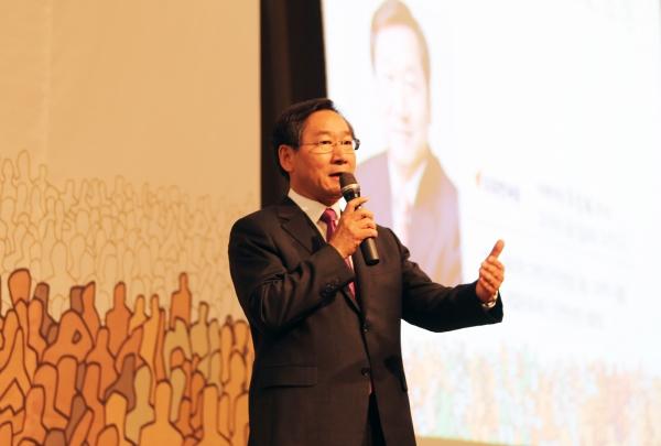 유정복 지난 5일 아침에 열린 새얼문화재단 인천시당 후보자 초청 강연회에서 강연하고 있는 자유한국당 유정복 인천시장 후보.