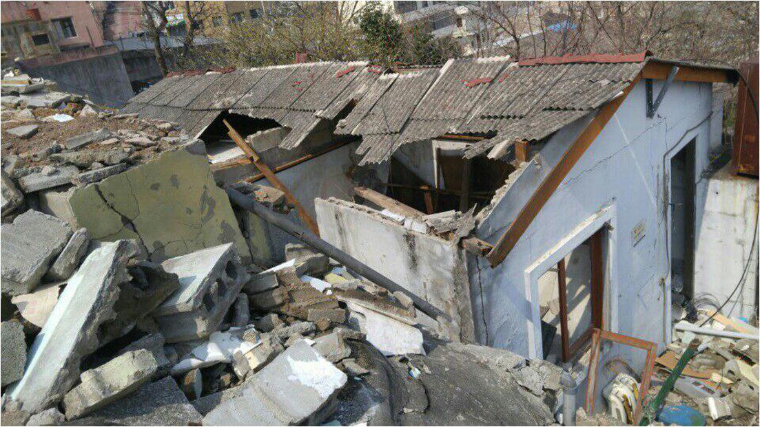 부산 거제2구역 재개발지역 석면슬레이트 불법 철거된 모습이다