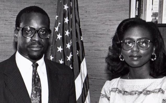 고용평등위원회(EEOC)에서 근무하던 당시의 클레런스 토마스(왼쪽)와 아니타 힐