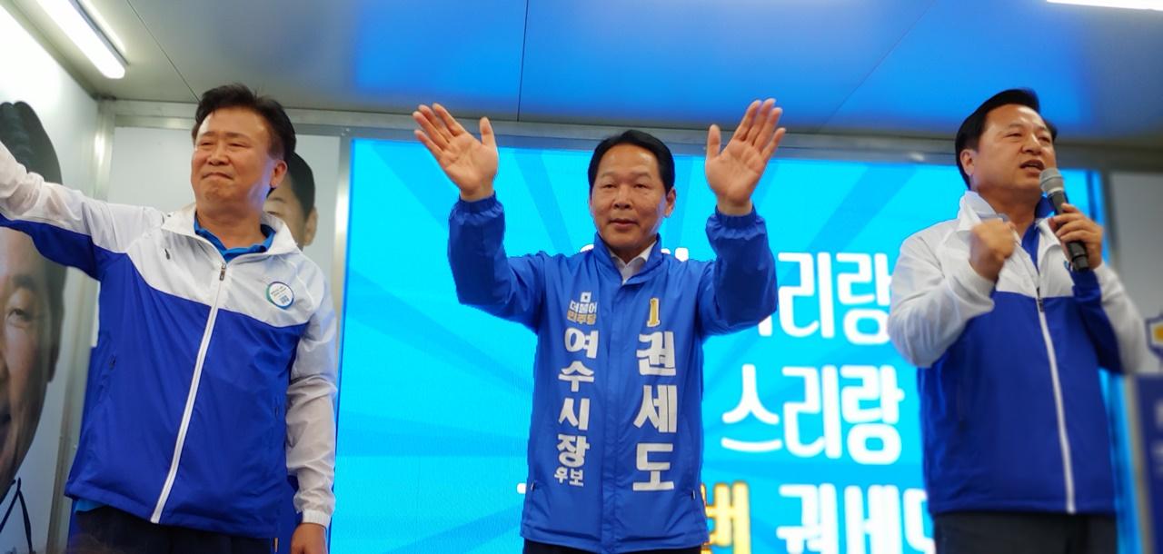 김두관 전 지사가 권세도 후보 지지를 호소하고 있다