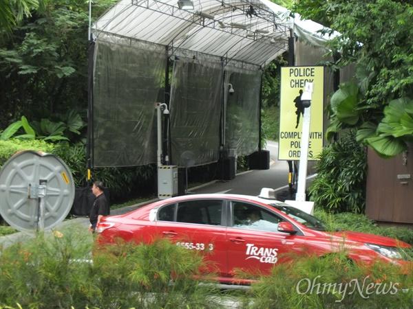 북미정상회담을 이틀 앞둔 10일 오후, 북미 정상이 만날 싱가포르 센토사섬 카펠라 호텔 주변은 보안이 한층 강화된 모습이었다. 호텔 앞 전경.