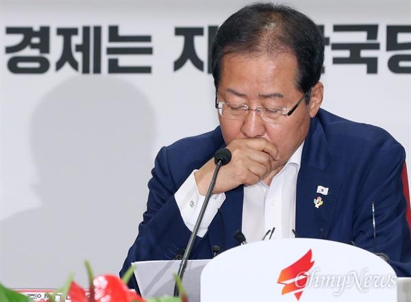 생각에 잠긴 홍준표 자유한국당 홍준표 대표가 11일 오전 서울 여의도 당사에서 열린 중앙선대위 선거 후반 판세 분석회의에서 생각에 잠겨 있다.