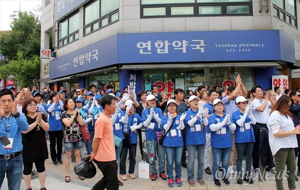 더불어민주당 대전광역시당은 추미애 당대표가 참여한 가운데 12일 오후 대덕구 법동 보람아파트 앞 거리에서 선거운동 마지막날 총력 유세를 펼쳤다.