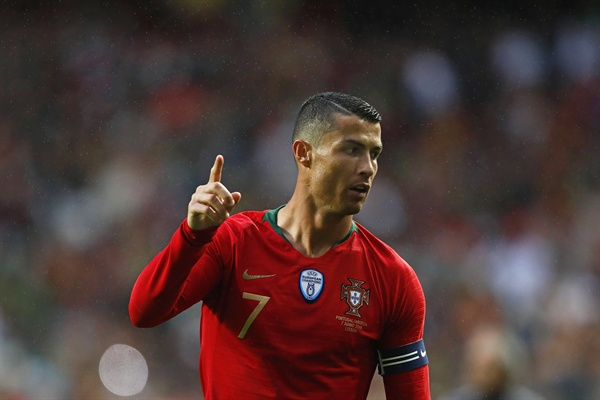 일(현지시간) 포르투갈 리스본에서 열린 포르투갈과 알제리의 친선 경기에서 크리스티아누 호날두(레알 마드리드)가 포즈를 취하고 있다.