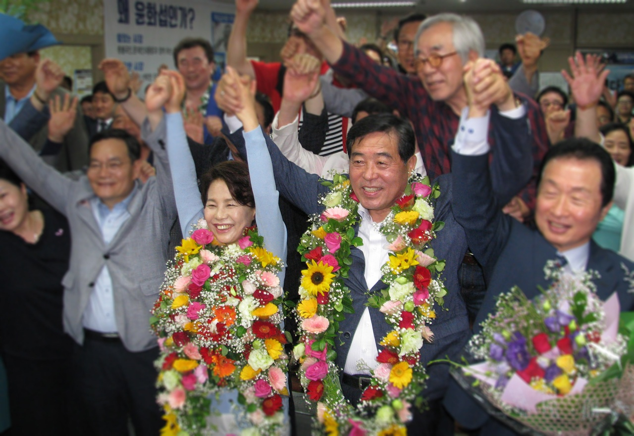 6.13 지방선거 안산시장에 당선된 더불어민주당 윤화섭 후보