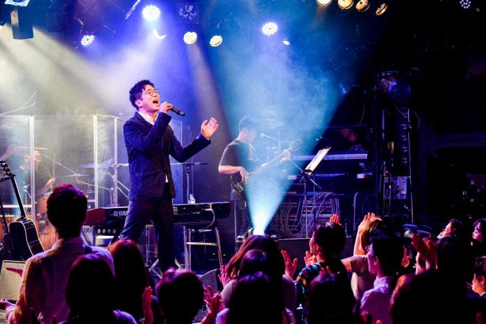 20년 넘는 경력을 자랑하는 이적 역시 최근 일본어 음반 발매 및 소극장 공연을 통해 본격적으로 현지 활동을 진행하고 있다