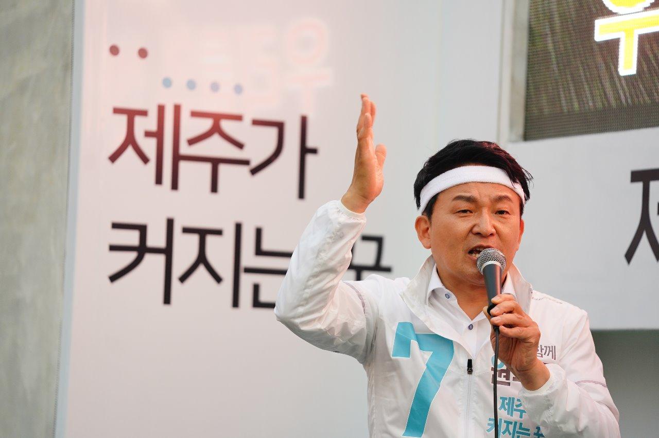 소속 정당 없이 무소속으로 선거전에 임한 원희룡 당선자