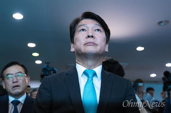 바른미래당 안철수 서울시장 후보가 14일 오전 서울 종로구 안 후보 선거 사무실에서 지방선거 캠프해단식에 참석하고 있다.
