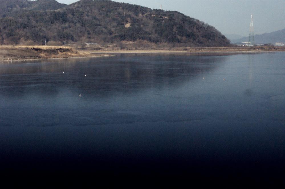 4대강 삽질 후의 해평습지의 모습. 물이 가득한 호수의 모습이다. 해평호수라 불러야 할 지경이다.