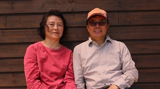 윤석원 교수의 아내 박미숙씨는 로뎀농원 대표다. 윤 교수는 자신을 '농노'라고 말하며 웃음 지었다.