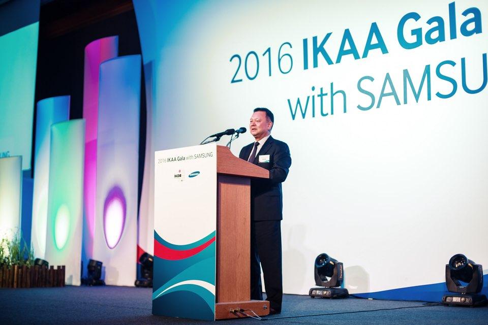 2016 세계 한인 입양인대회에서 인사말을 하고 있는 팀 홈 팀 홈은 IKAA(국제 한인 입양인 협회) 명예회장으로 2016년 IKAA가 주최한 세계 한인 입양인 대회에서 인사말을 하고 있다. 이 대회는 3년마다 한국, 유럽, 미국에서 열린다. 특히 한국에서 열리는 대회는 세계 각국의 한인 입양인의 만남의 장으로 가장 규모가 크다.