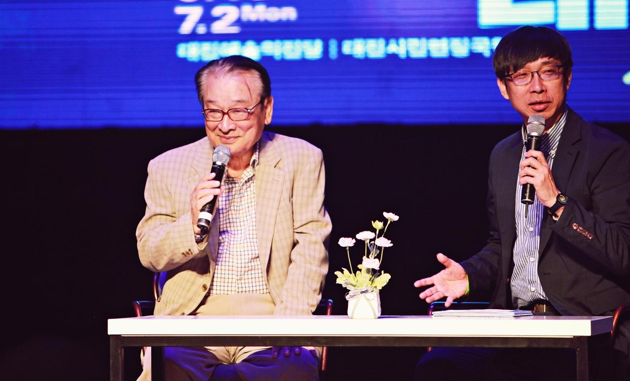 유명 연극인 16인의 릴레이 토크 콘서트는 제3회 대한민국연극제의 중점 행사다. 그 첫 번째 순서로 배우 이순재가 초청되었다. 사회는 대전대학교 김상열 교수가 맡아 진행했다.