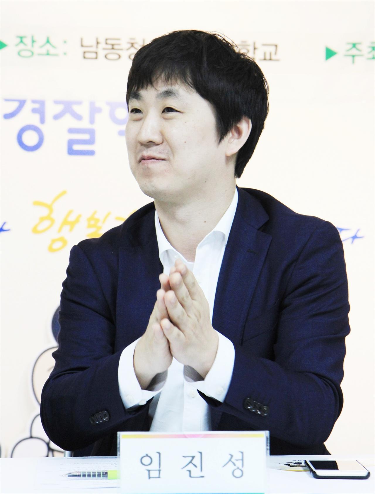<소년희망센터> 건립추진위는 지난 4월 10일 발족했다. 발족식에서 박수치고 있는 임진성 위원장.