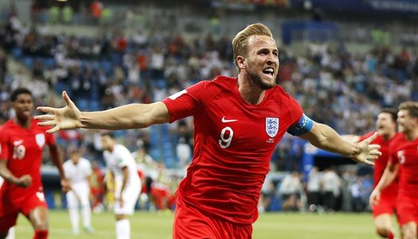2018년 6월 18일(현지 시간), 튀니지와 잉글랜드의 러시아 월드컵 G조 조별리그 1차전 경기 모습. 잉글랜드의 해리 케인 선수가 결승골을 터뜨리고 기뻐하고 있다.