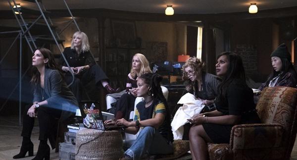 영화 <오션스 8>의 스틸컷. 각기 다른 성격과 재능을 가진 여성들의 협업이 돋보인 영화다.