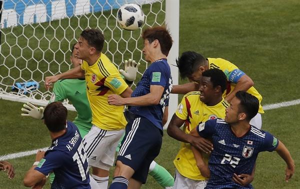 2018 러시아 월드컵 H조 일본과 콜롬비아의 경기. 이날 일본은 콜롬비아 선수 1명이 퇴장한 가운데 2-1로 콜롬비아를 누르고 1승을 올렸다.