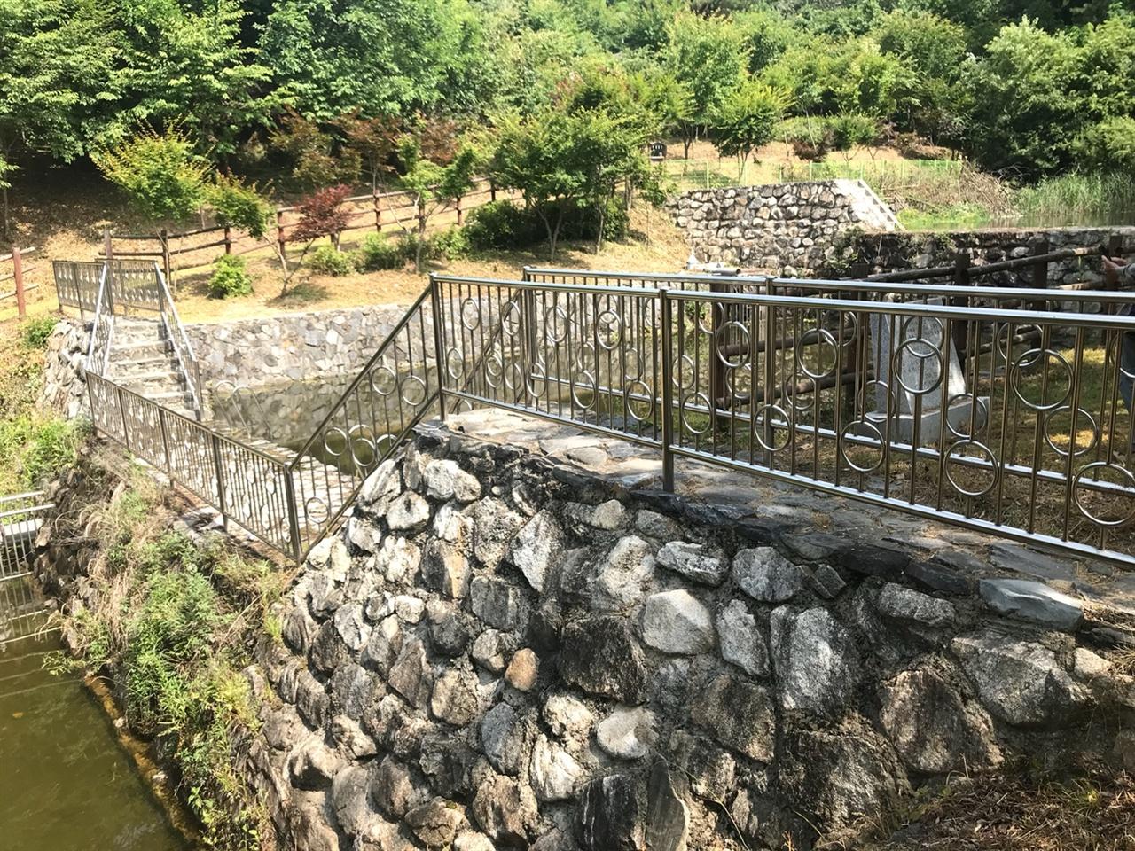 탄동천 발원지 입구에 만들어진 사방댐 .