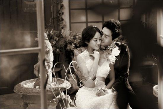 유지태 · 김효진 부부는 결혼 당시 외부 협찬을 거부해 화제를 모으기도 했다.